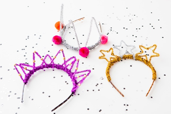 Source: http://www.brit.co/diy-nye-headbands-roundup/